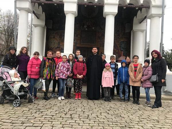 """26.11.2019 – Activitatea """"Marea familie a Bisericii"""", desfășurată de către Parohia Oota și Școala Gimnazială  Coțofenii din Dos"""
